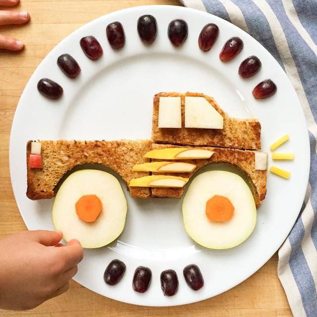 Pão torrado, frutas e pé na estrada!