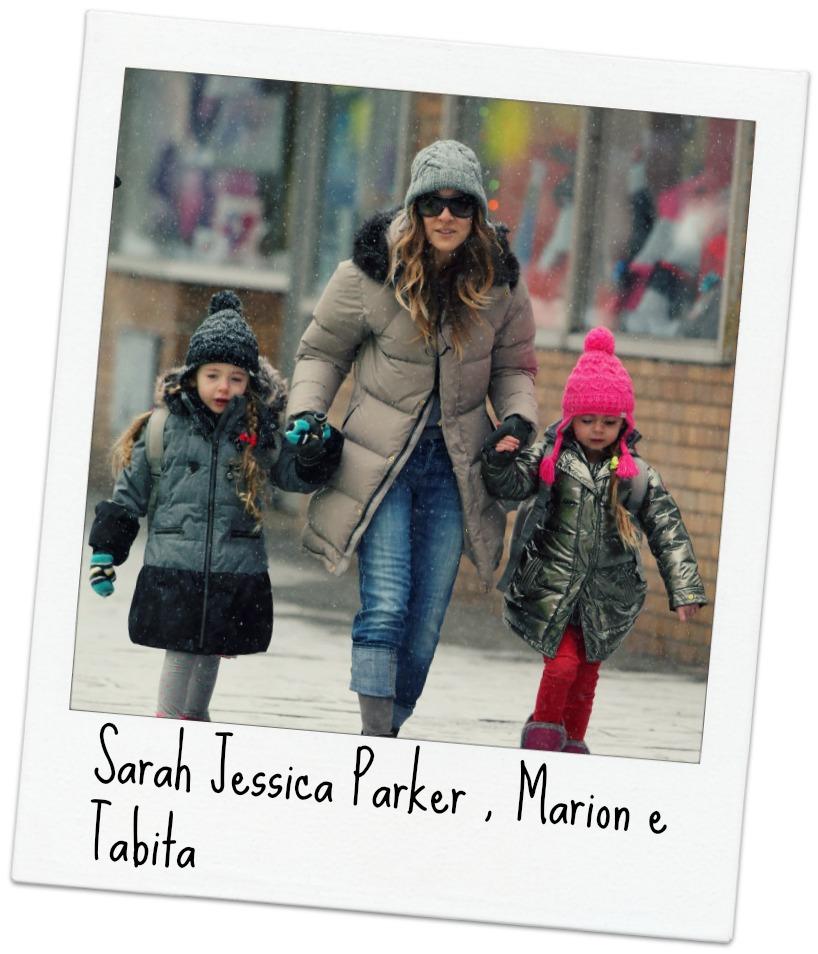 Sarah Jessica Parker e as filhas com acessórios e tricô.