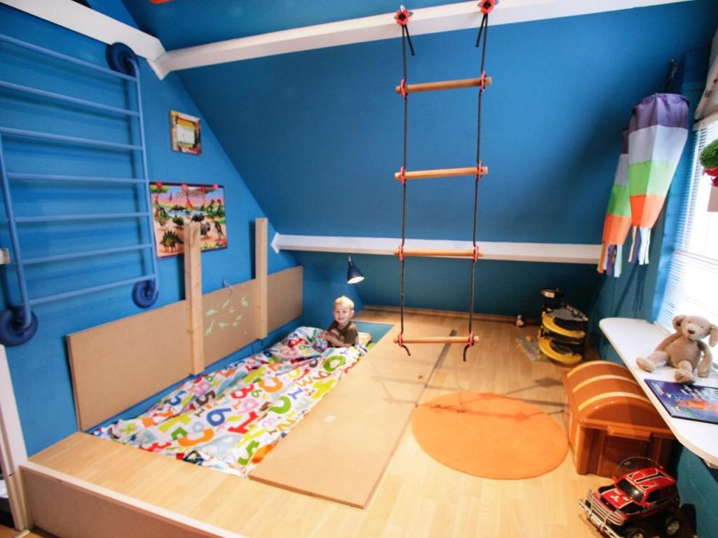 Ikea_live-reverse-bunk-bed_s4x3.jpg.rend.hgtvcom