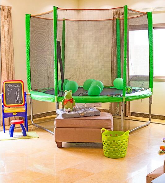 quarto com cama elástica